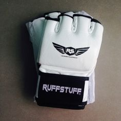 competition quality mma gloves, perfect for training in grappling and mma sparring.  *genuine leather