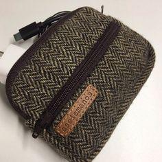 Bolso shopper lona y piel | Etsy Knitted Hats, Knitting, Etsy, Fashion, Knitting Hats, Handmade Gifts, Fur, Hand Made, Moda