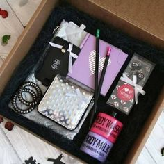 Gift Baskets – What to Look For, Cheap Or Expensive – Gift Ideas Anywhere Cute Birthday Gift, Birthday Gifts For Best Friend, Best Friend Gifts, Gifts For Friends, Bff Gifts, Cute Gifts, Teacher Gifts, Diy Gift Baskets, Gift Hampers
