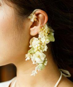 m.soeur(エムスール)のツルリーフとお花のイヤーカフ(イヤリング)|グリーン