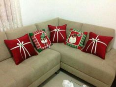 Christmas 2019 : Christmas decorations 2019 - 2020 that you can make with felt - Trend Today : Your source for the latest trends, exclusives & Inspirations Christmas Sewing, Christmas Projects, Christmas 2019, Christmas Home, Christmas Cushions, Christmas Pillow, Felt Christmas Decorations, Christmas Ornaments, Diy Weihnachten