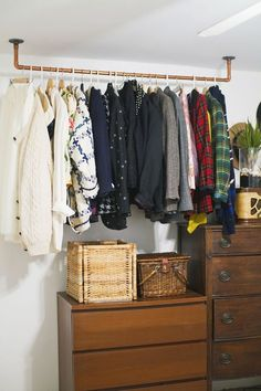 How-To: Hanging Copper Pipe Clothes Rack If you're low on closet space and visible clothes racks are a must, why not make them an eye-catching part of your decor? Check out this neat hanging copper pipe clothes rack tutorial! Makeshift Closet, Pipe Clothes Rack, Diy Clothes Rail, Clothing Racks, Diy Clothes Storage, Rack For Clothes, Clothes Rack Bedroom, Copper Clothes Rail, Clothes Storage Ideas For Small Spaces