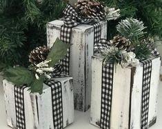 Farmhouse Christmas Decor, Rustic Christmas, Primitive Christmas Decorating, Christmas Lodge, Country Christmas Decorations, Winter Decorations, Holiday Decorating, Vintage Christmas, Christmas Presents