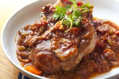 Osso Bucco is an Italian comfort food that is traditionally prepared with veal shanks, but also works well with beef shanks. Check out this delicious recipe! Osso Bucco Beef, Osso Bucco Porc, Italian Dinner Recipes, Italian Dishes, Italian Cooking, Italian Foods, Veal Recipes, Cooking Recipes, Slow Cooking