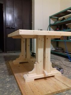 Wood Pallet Furniture Ideas The art of working with wood has so much to offer. From the very skilled woodworkers who do woodworking for a living or the weekend woodworker who does it just for fun, there is something for everyone. Wood Pallet Furniture, Woodworking Furniture, Furniture Projects, Furniture Plans, Rustic Furniture, Wood Projects, Woodworking Projects, Diy Furniture, Woodworking Files