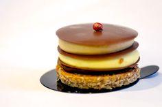 Unreal Petite Treats from the Trendiest Haute Cuisine Zumbo Desserts, Dessert Presentation, Fun Deserts, Amazing Deserts, Fancy Desserts, Food Places, Cute Food, Macaroons, Food Art