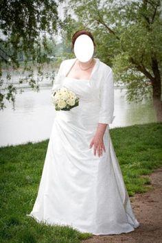 Ich biete mein Brautkleid zusammen mit dem passenden Bolero Jäckchen an.Das Brautkleid wurde nur einmal getragen. Es wurde schon gereinigt und repariert, da leider ein paar Druckknöpfe fehlten.Weiter ist es ein sehr schönes, schlichtes und trägerloses Kleid, dass bis zum Boden reicht. Es hat an der Vorder- und Rückseite einige Stoffraffungen und schmeichelt der Figur dadurch sehr. An der Rückseite verfügt es zusätzlich über eine Knopfleiste aus Perlen, die den Reißverschluss verdecken soll…