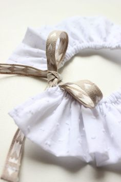 Christmas Outfits : I come back with a simple DIY sewing that you can do with or without m . I come back with a very simple DIY sewing that you can do Baby Couture, Couture Sewing, Faux Col, One Piece Swimsuit Trendy, Sewing Online, Baby Girl Swimsuit, Dress Tutorials, Simple Bags, Handmade Baby