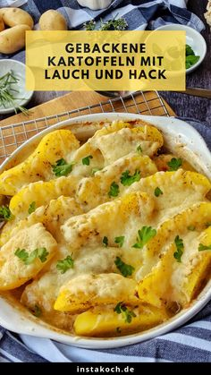 Gebackene Kartoffeln mit Lauch und Hack Baked potatoes with leeks and hack is a great feel-good food Baked Pasta Recipes, Healthy Chicken Recipes, Crockpot Recipes, Easy Dinner Recipes, Easy Meals, Healthy Family Dinners, Feel Good Food, Carne Picada, Grilling Recipes