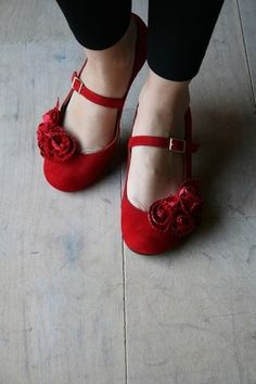 Romantic red velvet shoes with rose
