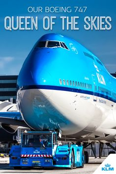KLM's Boeing 747 will be retiring after 50 years of loyal service. Fans of this magnificent machine have been awaiting the phase out with a heavy heart for some time. Why do we, the crew, love the 747 so much? Boeing 747 Cockpit, Boeing 747 400, French Travel Phrases, Luxury Jets, Airplane Photography, Trains, Cargo Airlines, Air France, Jet Plane