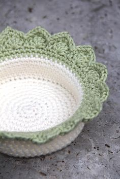 creJJtion: Pattern: Edging for Crochet Baskets Teresa Restegui Crochet Bowl, Crochet Basket Pattern, Crochet Diy, Crochet Motifs, Crochet Gifts, Crochet Baskets, Crochet Patterns, Crochet Borders, Confection Au Crochet