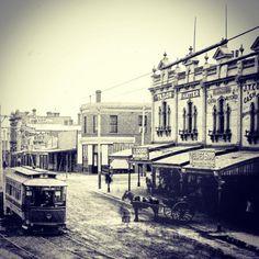Racecourse Road, Flemington, Melbourne circa 1905-1908 Melbourne Tram, Melbourne Suburbs, Time In Australia, Melbourne Australia, Melbourne Victoria, Victoria Australia, Historical Architecture, Ancient Architecture, Australian People