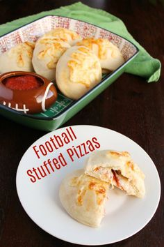 Make stuffed pizza footballs for your big game party! They are cute and easy. They could also be made into a super fun dinner. Best Easy Dinner Recipes, Lunch Box Recipes, Ark Recipes, Simple Recipes, Shrimp Recipes, Bread Recipes, Yummy Recipes, Chicken Recipes, Tailgating Recipes