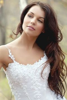 Easy Medium Length Wedding Hairstyles for Wavy Hair - would love this casual but full look in my engagement pics! Long Bridal Hair, Wavy Wedding Hair, Long Wavy Hair, Wedding Hair And Makeup, Long Curly, Wedding Dress, Wedding Updo, Straight Hair, Wedding Hairstyles For Long Hair