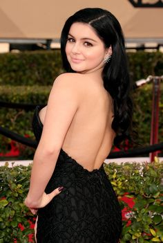 Pin for Later: See Every Breathtaking Beauty Look From the 2016 SAG Awards Ariel Winter Ariel paired her sexy, low-cut gown with a sweet pink lip and coral cheeks. Ariel Winter Age, Arial Winter, Beautiful Female Celebrities, Demi Rose, Sag Awards, Brunette Beauty, Hot Actresses, Indian Beauty, Hair