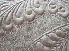 """Paula Reid - Machine Quilter: """"My Designs"""" Workshop with Cindy Needham- interesting how the filler highlights the feathers more intensely Quilting Stencils, Longarm Quilting, Free Motion Quilting, Quilting Projects, Quilting Ideas, Machine Quilting Patterns, Quilt Patterns, Paula Reid, Whole Cloth Quilts"""