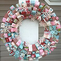 LOVE WREATHS for every holiday. even if you don' t get to decorating the inside of the house, pulling up to your home with a statement wreath on your door definitely sets the tone! Fall Crafts, Holiday Crafts, Diy Crafts, Holiday Fun, Wreath Crafts, Paper Crafts, Wreath Ideas, Paper Art, Wooden Christmas Crafts