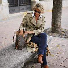 Best Outfits For Women Over 50 - Fashion Trends Fashion Over Fifty, Over 50 Womens Fashion, Fashion Over 50, Stylish Clothes For Women, Stylish Outfits, Fashion Outfits, Fashion Trends, Classy Clothes, Mode Chic
