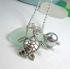 aww this is the cutest sea turtle necklace ever!!!