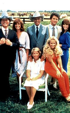 A promotional still from the American television series 'Dallas' shows the cast assembled on the property of the Southfork ranch, on the outskirts of Dallas, Texas, From left, American actors. Serie Dallas, Dallas Tv Show, Dallas Series, The Originals Actors, Tv Sendungen, Emission Tv, Victoria Principal, Linda Gray, Family Tv