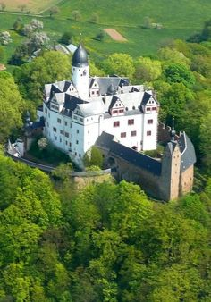 Rochsburg Castle in Lunzenau, Saxony, Germamy Beautiful Castles, Beautiful Buildings, Germany Castles, Famous Castles, Windsor Castle, Natural Scenery, Famous Places, Kirchen, Best Vacations