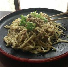 The Happy Home Cook: Tinapa (Smoked Fish) Spaghetti In White Sauce — Positively Filipino Filipino Dishes, Filipino Recipes, Asian Recipes, Ethnic Recipes, Filipino Food, Cooking Tuna Steaks, Cooking With Olive Oil, Fish And Seafood, Spaghetti