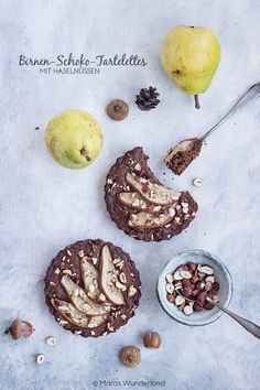 Gesunde Birnen-Schoko-Tartelettes. Schnelle und einfache Mini-Kuchen, perfekt für Herbst