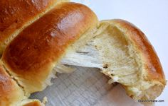 chifle arabesti painici pufoase care se desfac in fasii Hot Dog Buns, Hot Dogs, Tasty, Yummy Food, Bread Baking, Bread Recipes, Hamburger, Recipies, Cooking