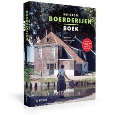 Boerderijen zijn onlosmakelijk verbonden met het Nederlandse landschap. Zoek je een cadeau voor iemand die geïnteresseerd is in het platteland? Of voor Opa die vroeger op een boerderij woonde of zelf boer was? Dan is dit (foto)boek over boerderijen het perfecte geschenk! Het boek geeft een gevarieerd beeld van de Nederlandse boerderijen, vroeger en nu. Een prachtig nostalgisch cadeau