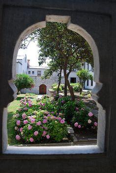 Topkapi Courtyard by Alessandra Kocman, via Flickr