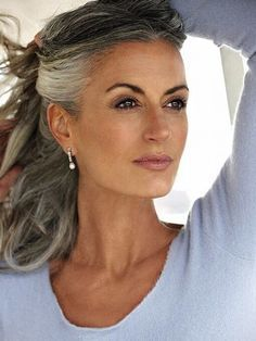 Hairstyles for gray hair