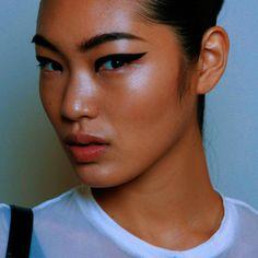 Chiharu Okunugi @ Cushnie et Ochs Spring 2015 Backstage Makeup Inspo, Makeup Inspiration, Makeup Tips, Eye Makeup, Hair Makeup, Flawless Makeup, Runway Makeup, Flawless Face, Asian Makeup