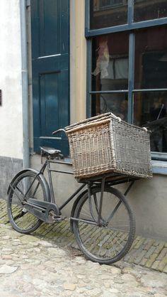 Malle osier sur vélo...                                                                                                                                                     Plus