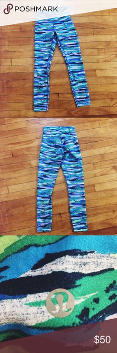 Lululemon Blue Printed Wunder Unders - 4 Hardly worn! Vibrant print. 7/8 length. Great for all styles of yoga but especially suited for hot/vinyasa styles. lululemon athletica Pants Leggings