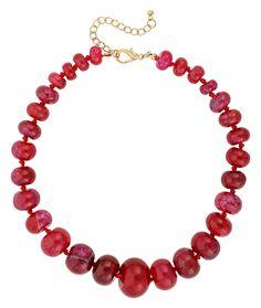 """Diese Statement Edelstein Kette aus """"Achat"""" ist durch die rote Farbigkeit ein echter Hingucker. Die runden Edelsteine sind unterschiedlich groß und zum Teil marmoriert.  Der Verschluss der Kette ist Goldfarben.  Lassen..."""