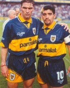 Blas Giunta, y Diego Boca Juniors Football Gif, Football Players, Premier League, Diego Armando, Retro Pictures, Team Games, Football Uniforms, Messi, Fifa