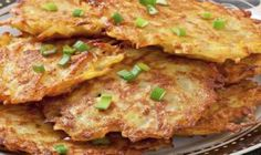 Golden, crispy fried German potato pancakes, also known as Kartoffelpuffer is a potato pancake dish that is hugely popular across Germany and very simple to prepare and cook. Potato Dishes, Vegetable Dishes, Vegetable Recipes, Food Dishes, Vegetarian Recipes, Cooking Recipes, Onion Cake Recipe, German Potato Pancakes, Potato Latkes