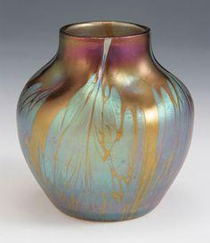 Manufacturer :Loetz Designer Description Iridescent glass vase in Bronze… Glass Ceramic, Ceramic Art, Glass Vase, Cut Glass, Art Nouveau, Blown Glass Art, Carnival Glass, Bottle Art, Vases Decor