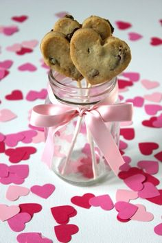 Heart-Shaped Cookie Pops #recipes #valentines