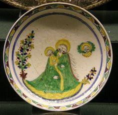 Kutahya Plate Mary & Child 18th Benaki Museum Ceramic Bowls, Ceramic Pottery, Ceramic Art, Benaki Museum, Middle Eastern Art, Turkish Tiles, Saint John, Athens Greece, Mosaics
