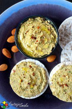 Pasta z zielonej soczewicy i migdałów http://fantazjesmaku.weebly.com/blog-kulinarny/pasta-z-zielonej-soczewicy-i-migdalow