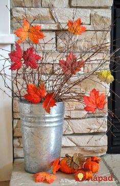 21 Fall Porch Ideas That Will Make Your Neighbors Insanely Jealous - Deko Herbst Halloween Porch Decorations, Thanksgiving Decorations, Halloween Diy, House Decorations, Vintage Halloween, Halloween Costumes, Autumn Decorating, Porch Decorating, Decorating Ideas