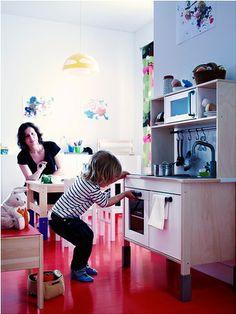 Juguetes Ikea. Cocina madera http://www.mamidecora.com/habitaciones-infantiles-ikea-ni%C3%B1os.html