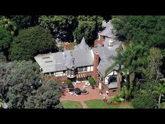 Michael Jackson's Last House And The Jackson Family House Neverland Ranch, Crazy Home, Michael Jackson Neverland, Jackson Family, Beverly Hills, Home And Family, The Past, Mansions, House Styles