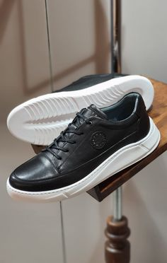 Dress With Sneakers, Sneakers For Sale, Black Sneakers, Black Shoes, All Nike Shoes, Kicks Shoes, Men's Shoes, Sneaker Bar, Dream Shoes