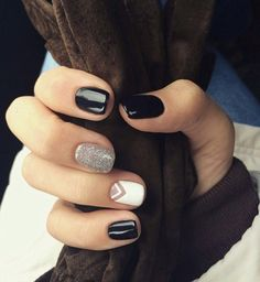 Black and silver - nails Classy Nails, Stylish Nails, Simple Nails, Cute Acrylic Nails, Cute Nails, Pretty Nails, Minimalist Nails, Perfect Nails, Gorgeous Nails