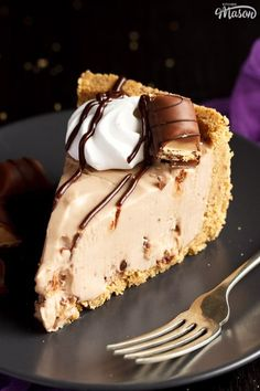 This silky smooth Kinder Bueno cheesecake is the perfect showstopping dessert! A no bake cheesecake that's easy to make and filled with Kinder flavour. Click for the easy step by step picture recipe, helpful tips and more... #kinderbueno #kinderbuenocheesecake #kinderbuenocheesecakerecipe #cheesecakerecipes #easycheesecakerecipes #nobakecheesecake #nobakecheesecakerecipes No Bake Chocolate Cheesecake, Chocolate Fudge Sauce, Easy No Bake Cheesecake, Baked Cheesecake Recipe, Best Cheesecake, Chocolate Recipes, Easy Baking Recipes, Fun Easy Recipes, Best Dessert Recipes