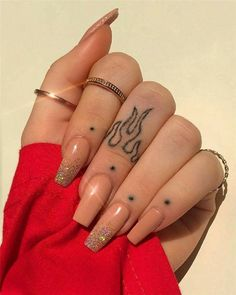 Finger Tattoo Designs, Finger Tattoo For Women, Hand Tattoos For Women, Tattoo Designs For Women, Simple Hand Tattoos, Cool Finger Tattoos, Womens Finger Tattoos, Tattoo Simple, Cute Hand Tattoos