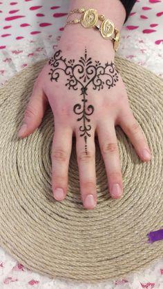 Henna Tattoo Hand, Cute Henna Tattoos, Hena Tattoo, Henna Mehndi, Henna Art, Mehendi, Cool Henna Designs, Bridal Henna Designs, Beautiful Henna Designs